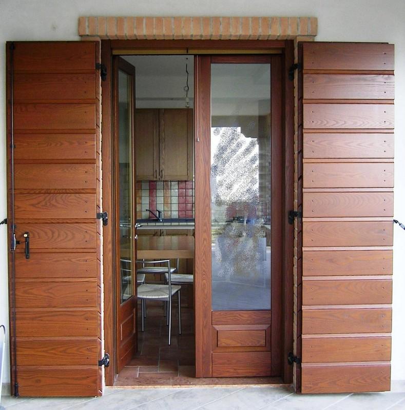 Persiane e tapparelle porte finestre giambo a verbania for Finestre e persiane